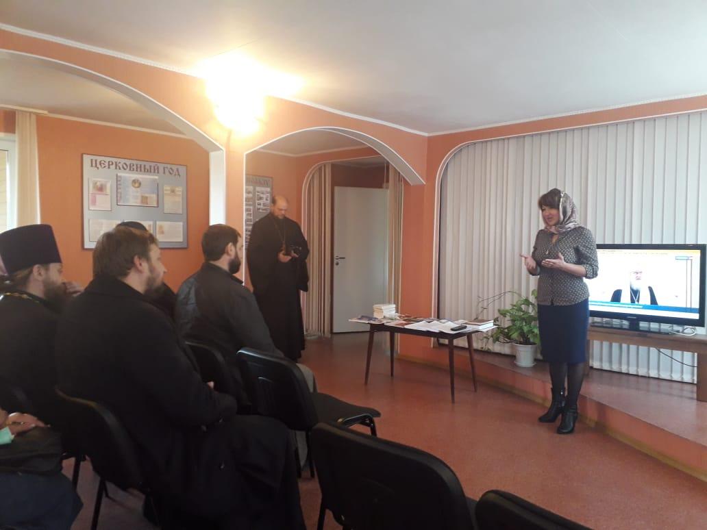 В семинарах приняли участие настоятели храмов, приходские социальные работники и волонтеры.
