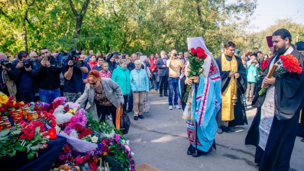 На месте трагедии митрополит Феодосийский и Керченский Платон совершил панихиду. Фото: сайт kerch.net