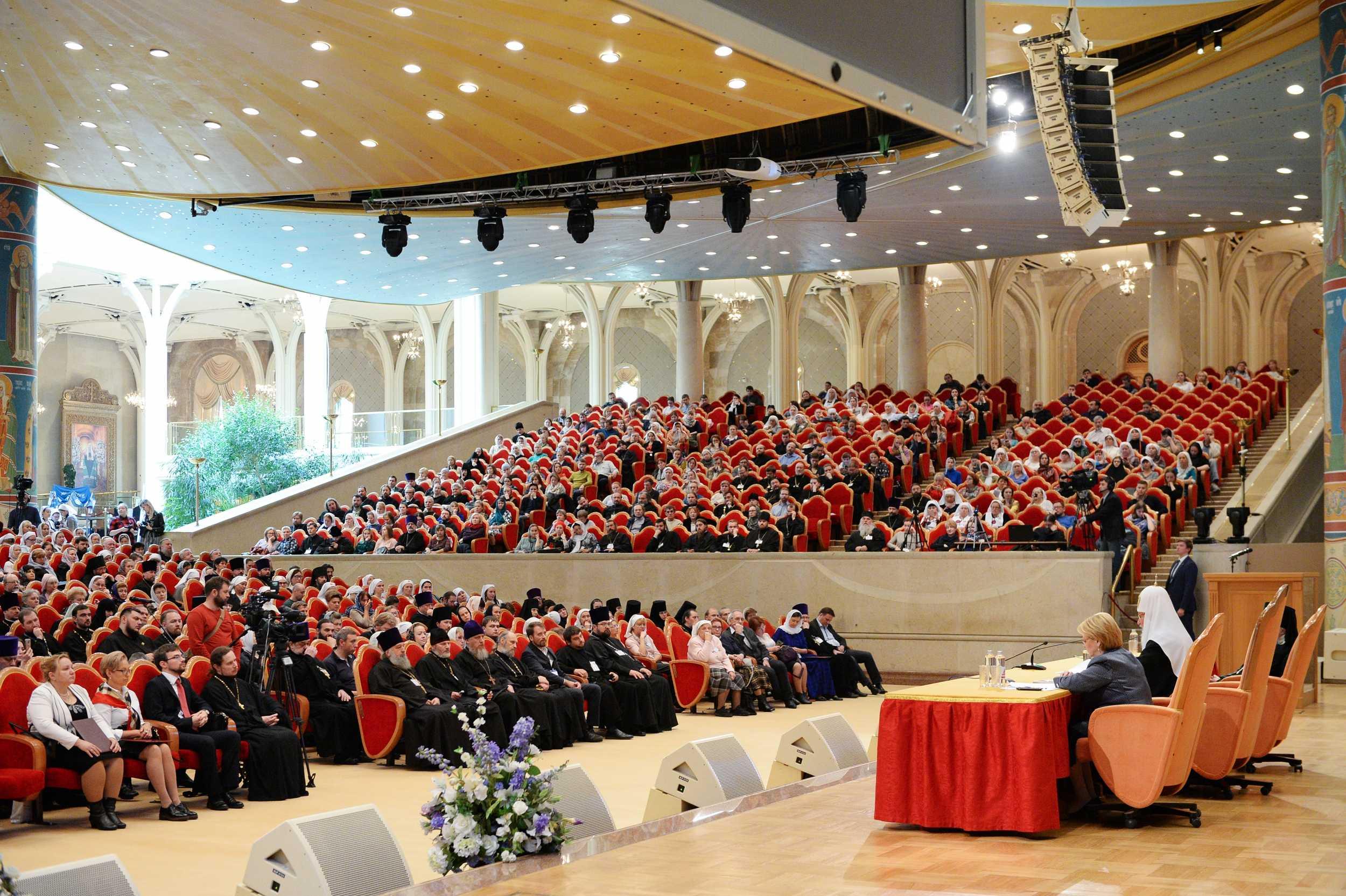 В зале церковных соборов Храма Христа Спасителя прошло итоговое пленарное заседание VIII Общецерковного съезда по социальному служению