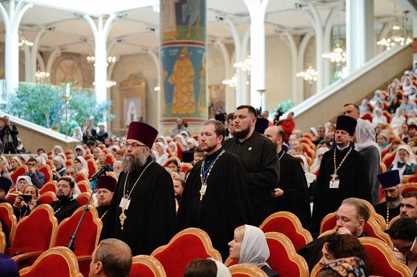 Святейший Патриарх Кирилл: «У священника не должно быть никакого привыкания к боли и страданию людей»