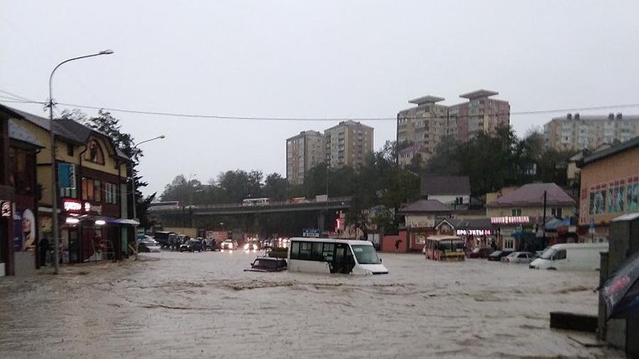 Священники оказывают помощь пострадавшим от наводнения в Туапсе