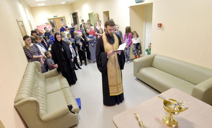 Чин освящения совершил старший священник Новодевичьего монастыря иерей Дионисий Харин