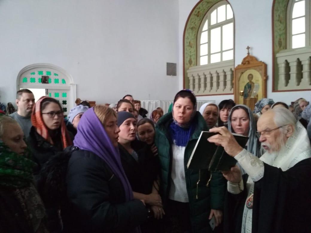 После вручения удостоверений в больничном храме Тихвинской иконы Божией Матери состоялся благодарственный молебен