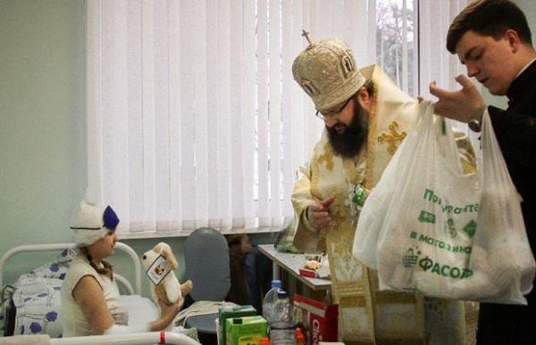 В Калужской больнице восемь священников оказывают помощь пострадавшим при ДТП