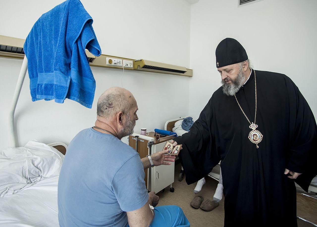 Митрополит Кемеровский и Прокопьевский Аристарх посетил пострадавших в Кузбассе горняков