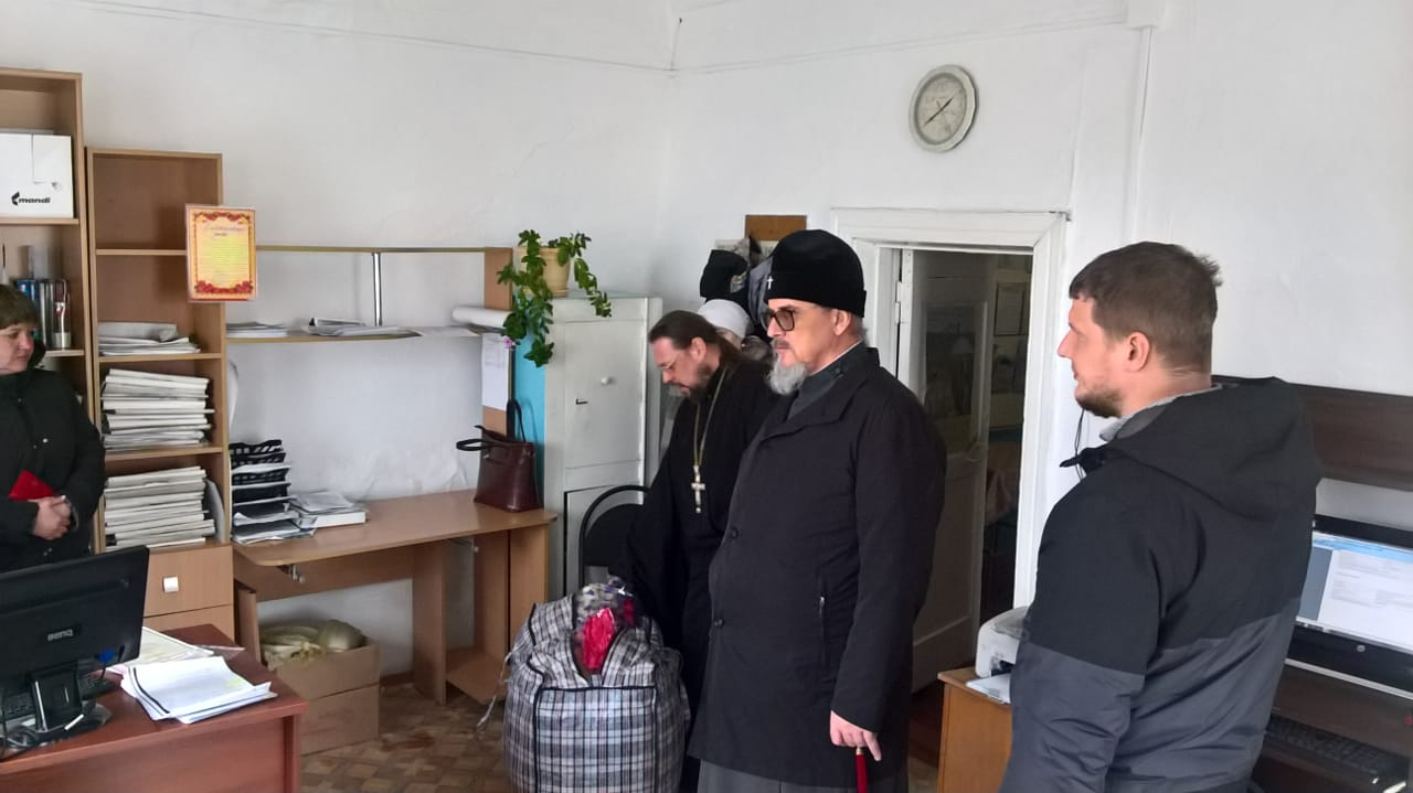 Митрополит Читинский Димитрий привез помощь пострадавшим от пожаров
