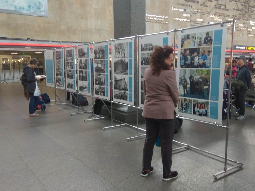 Санкт-Петербургский Детский хоспис открыл фотовыставку в поддержку акции «Белый цветок» на Московском вокзале