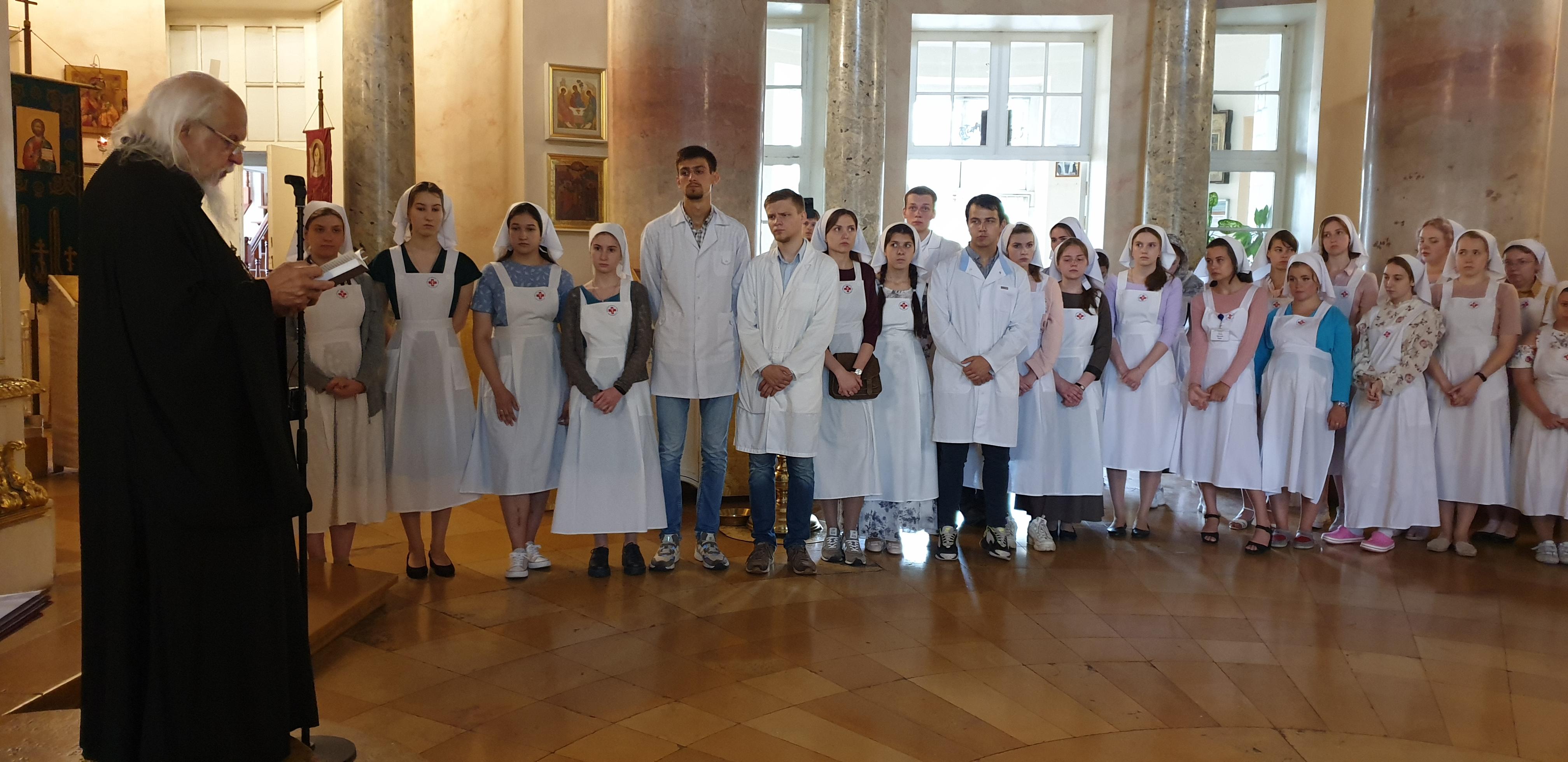 Епископ Пантелеимон вручил дипломы выпускникам Свято-Димитриевского училища сестер милосердия
