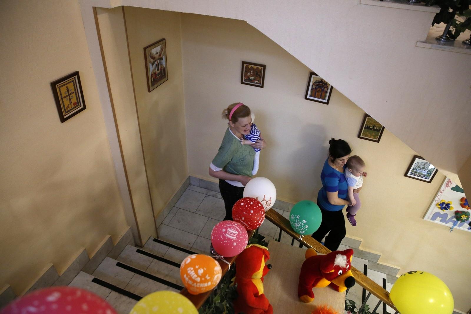 По всей России работают десятки церковных кризисных центров для женщин