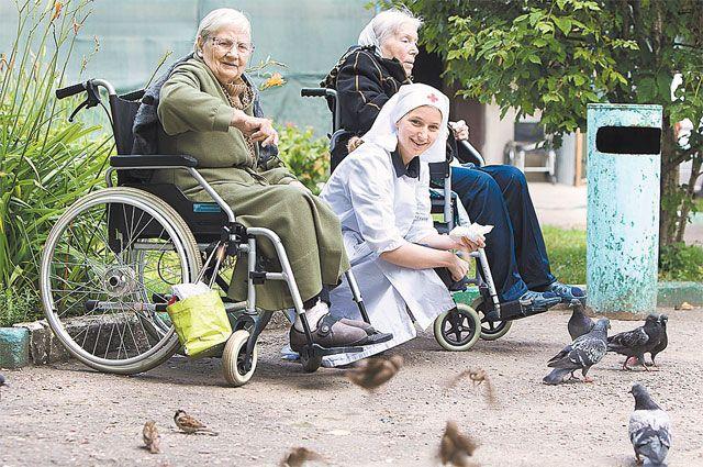 Бабушки уходят в небо. В Москве их провожает медсестра из Новой Зеландии