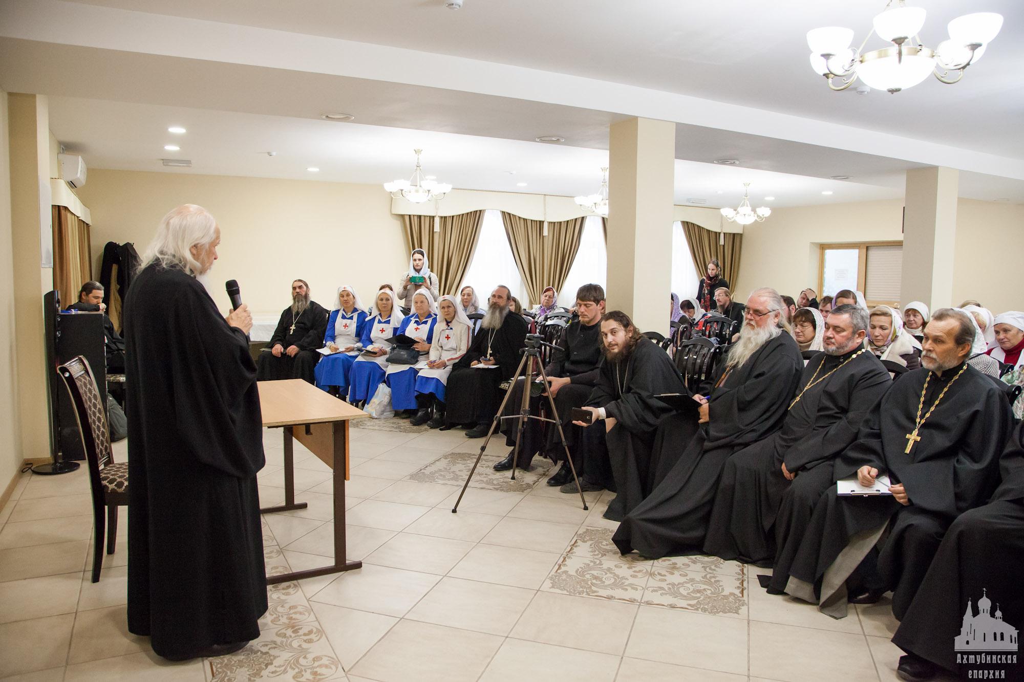 В Ахтубинске епископ Пантелеимон встретился с социальными работниками и сестрами милосердия