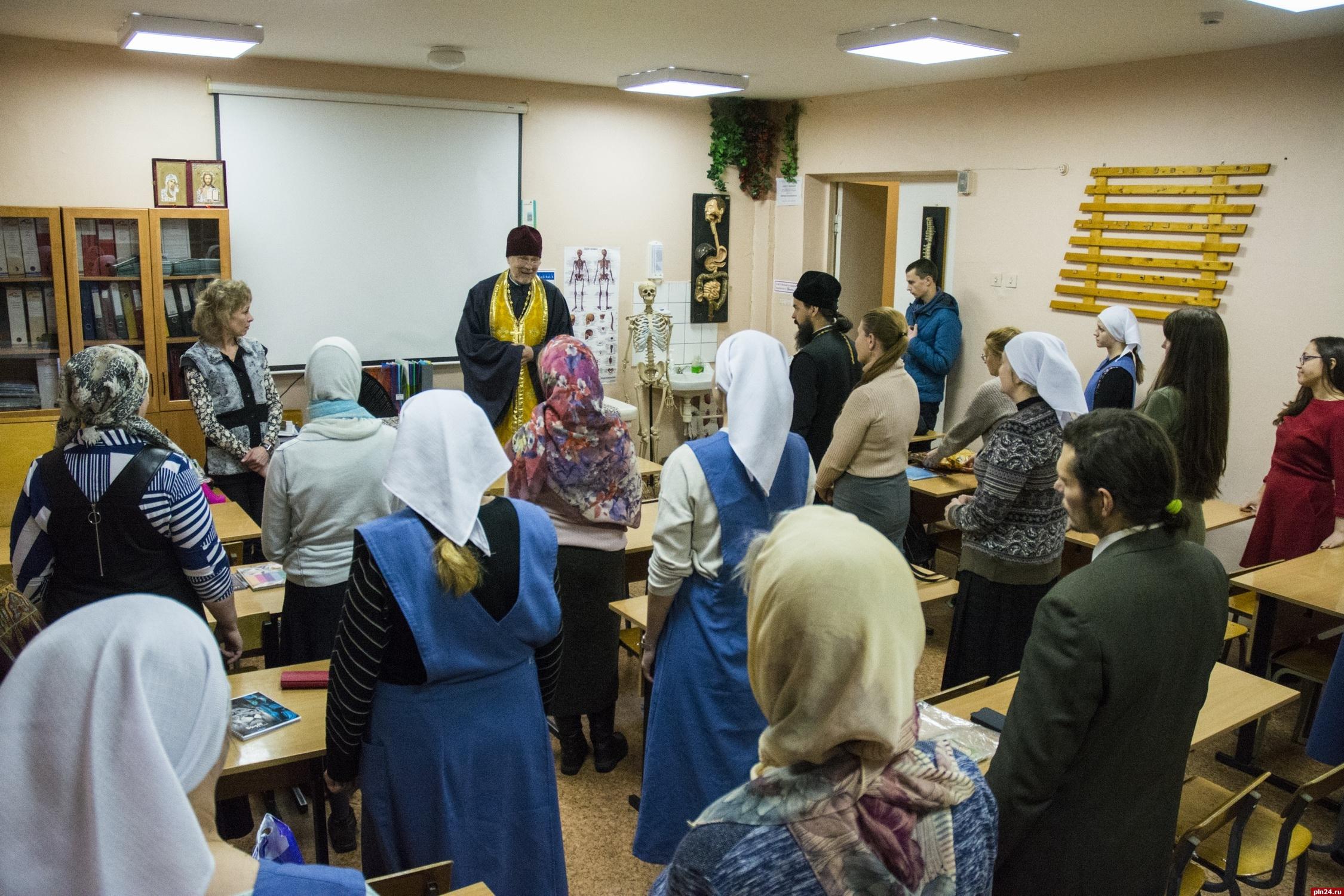 В Псковской области стартовали православные курсы по сестринскому уходу за пациентами на дому