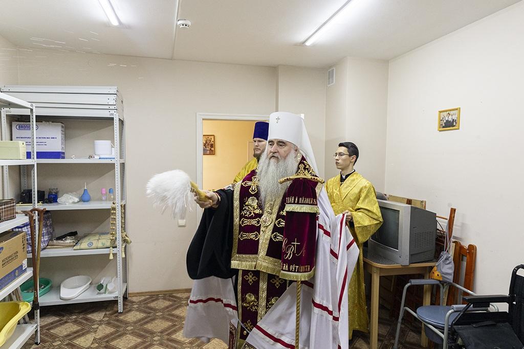 Чин освящения центра совершил митрополит Саратовский и Вольский Лонгин