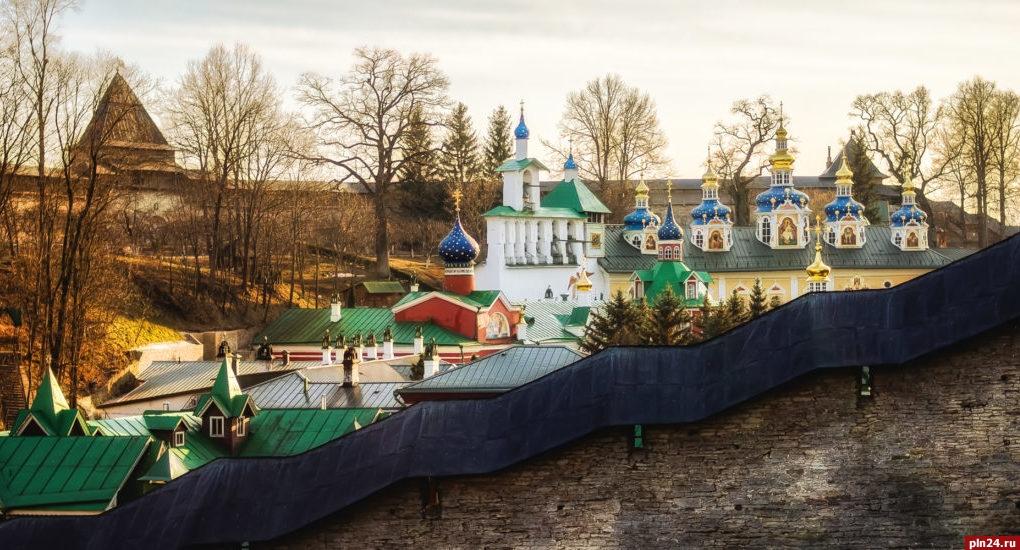 В Псковской епархии организована служба поддержки людей на самоизоляции по всей области