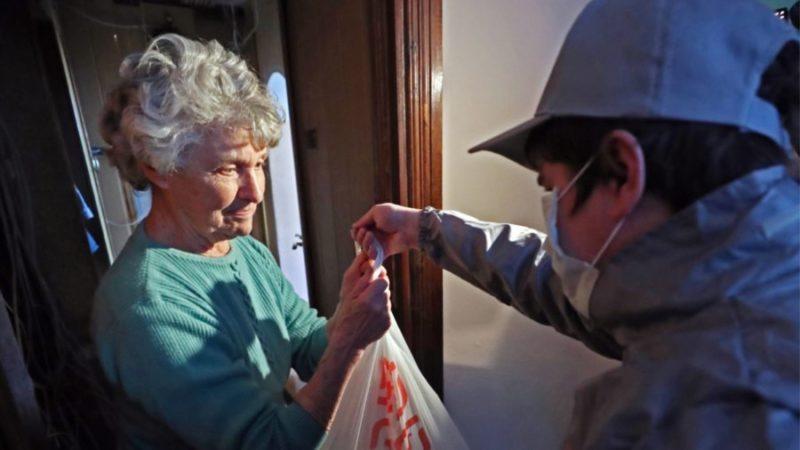 Добровольцы Калининграда помогают пожилым и людям с инвалидностью на самоизоляции