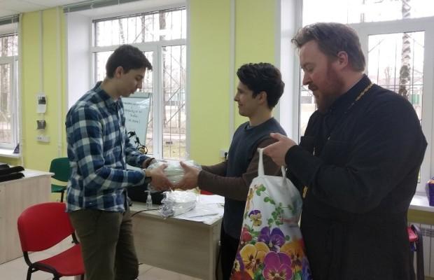 В Ростове-на-Дону, Смоленске и Пятигорске начали шить защитные маски
