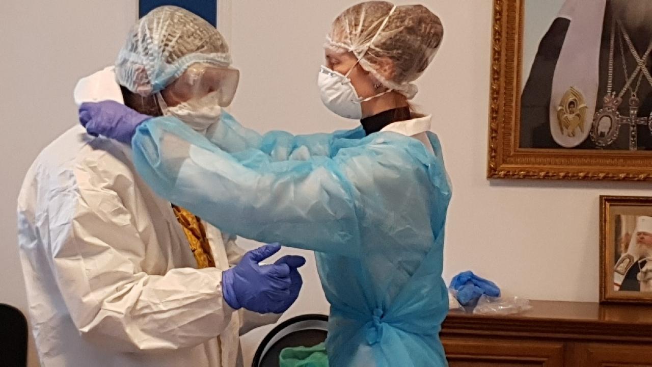 Больничным священникам и их помощникам объяснили, как посещать больных коронавирусом
