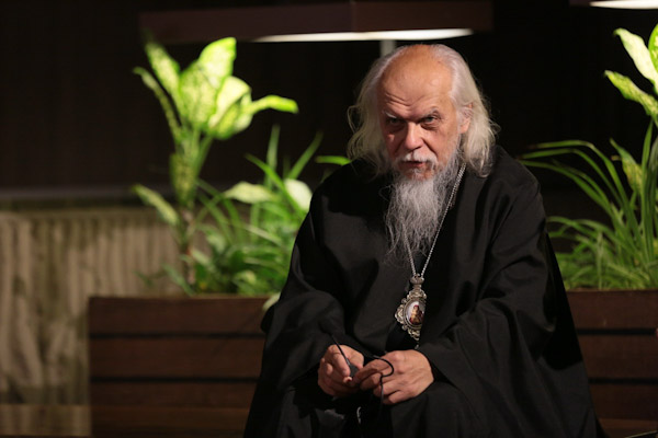 Председатель Синодального отдела обратился к православным христианам с просьбой о молитве за врачей