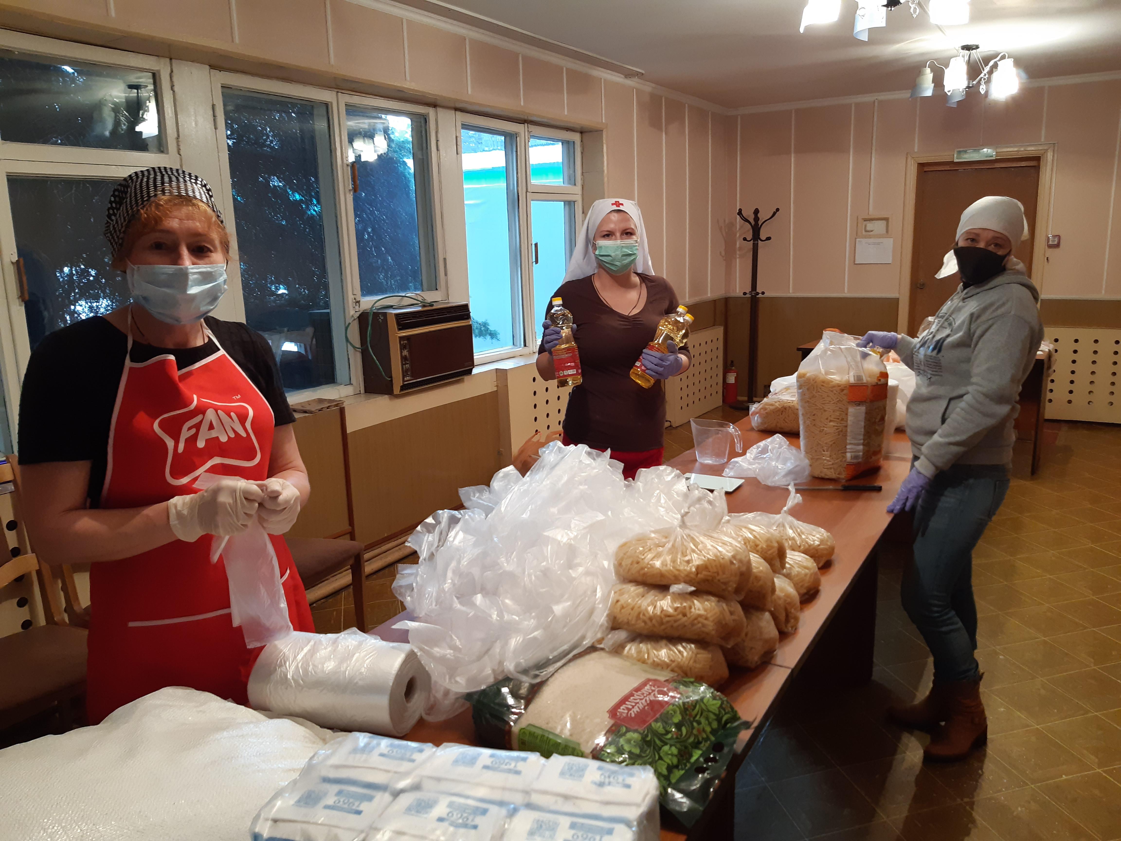 Фасовка продуктовых наборов в социальном отделе Астанайской епархии