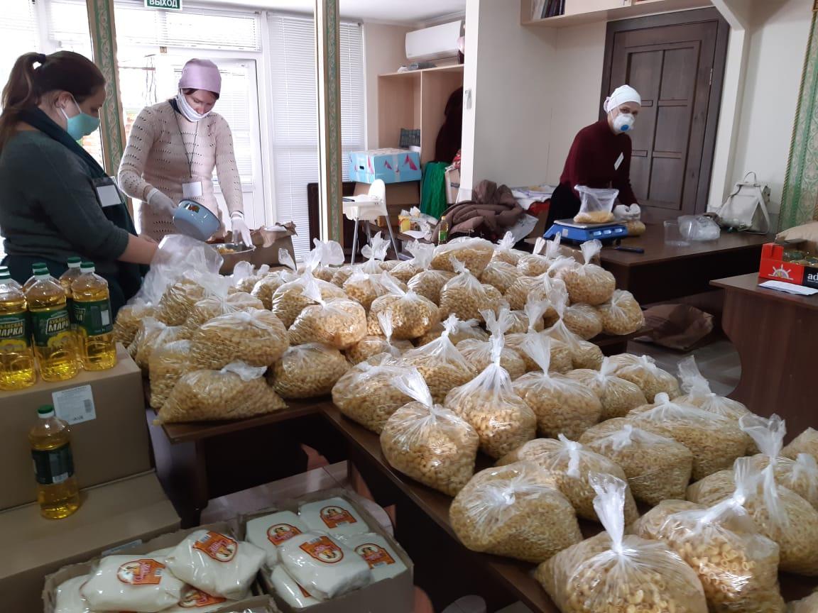 Добровольцы Сочинской епархии собирают продуктовые наборы