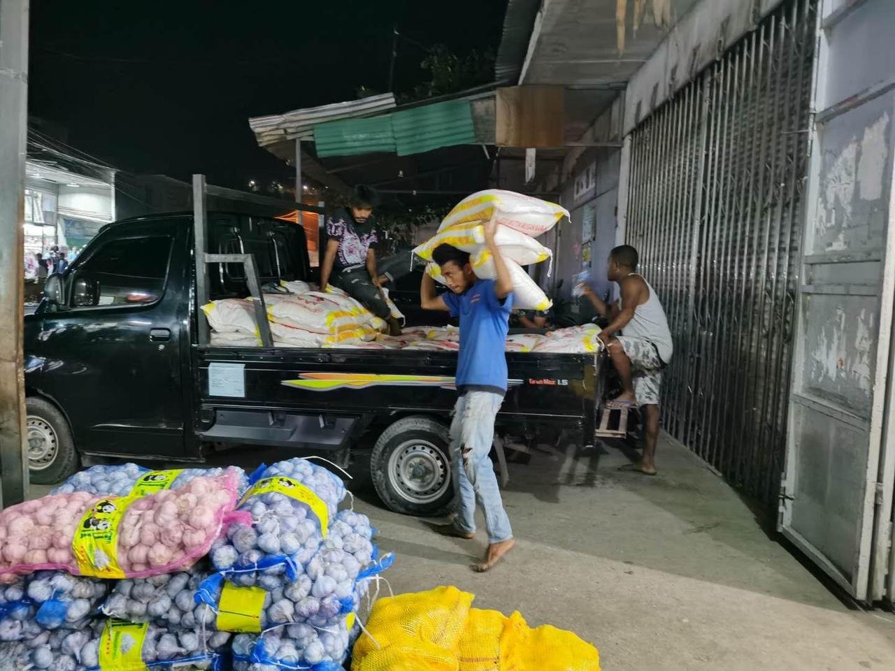 Отгрузка первой партии риса со склада в Дили