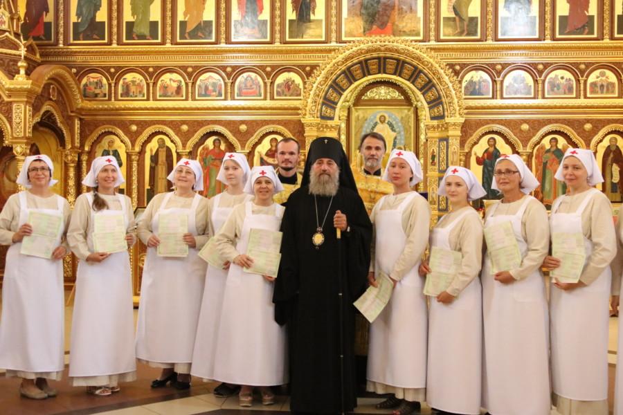 Архиепископ Калининградский и Балтийский Серафим и сестры милосердия