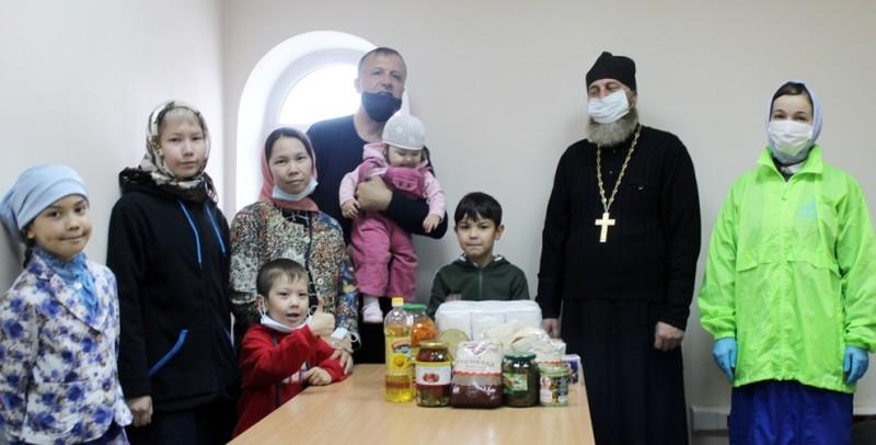 Передача продуктовой помощи нуждающимся в Петропавловске-Камчатском