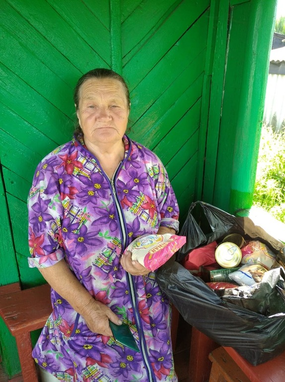 Сельские жители Мичуринской епархии, получившие продуктовую помощь