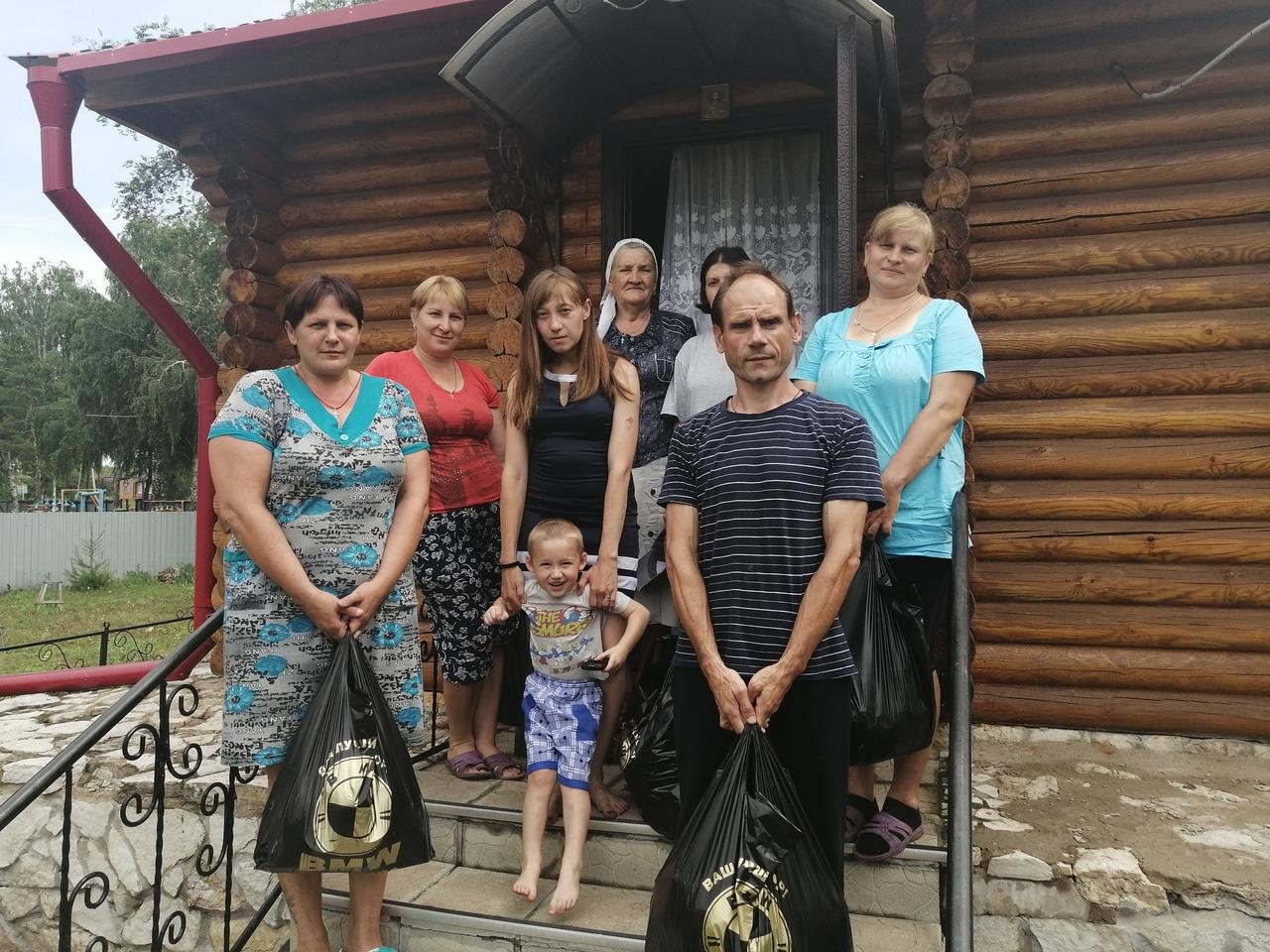 Нуждающиеся семьи, получившие продуктовую помощь от Бузулукской епархии