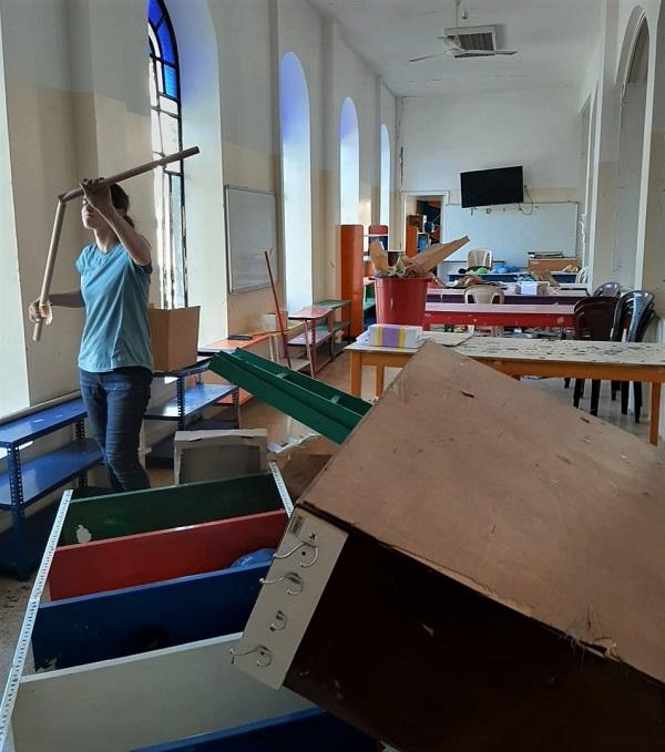 Прихожане Подворья Русской Православной Церкви помогают разбирать завалы после взрыва