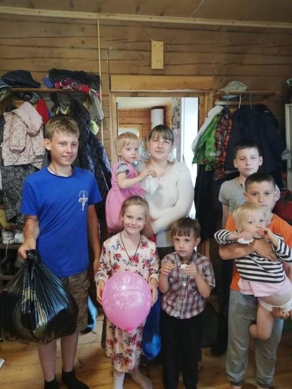 Семья, получившая продуктовую помощь в Твери