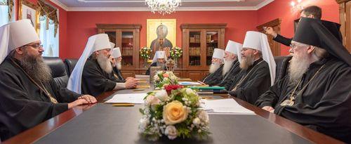 Заседание Синода Украинской Православной Церкви под председательством Блаженнейшего митрополита Киевского и всея Украины Онуфрия