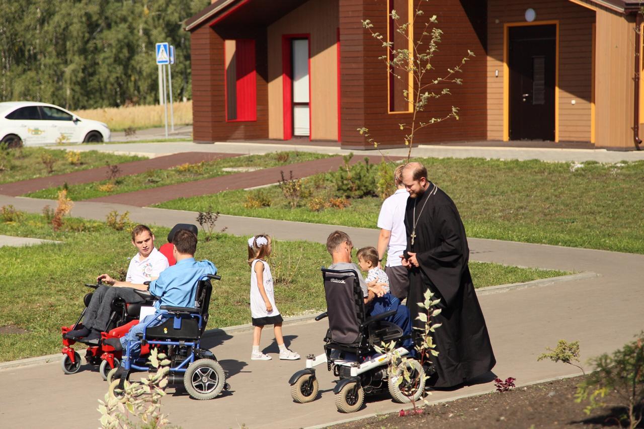 Новоселье в «Новых берегах»: в России появился «умный дом» для людей с инвалидностью в уникальном арт-поместье в Пензе