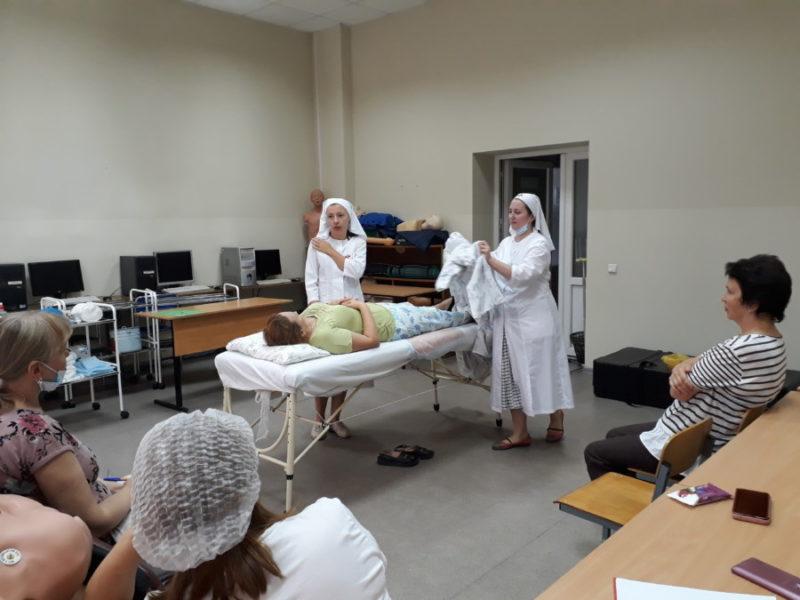 Практические занятия для сестер милосердия Калининградской епархии