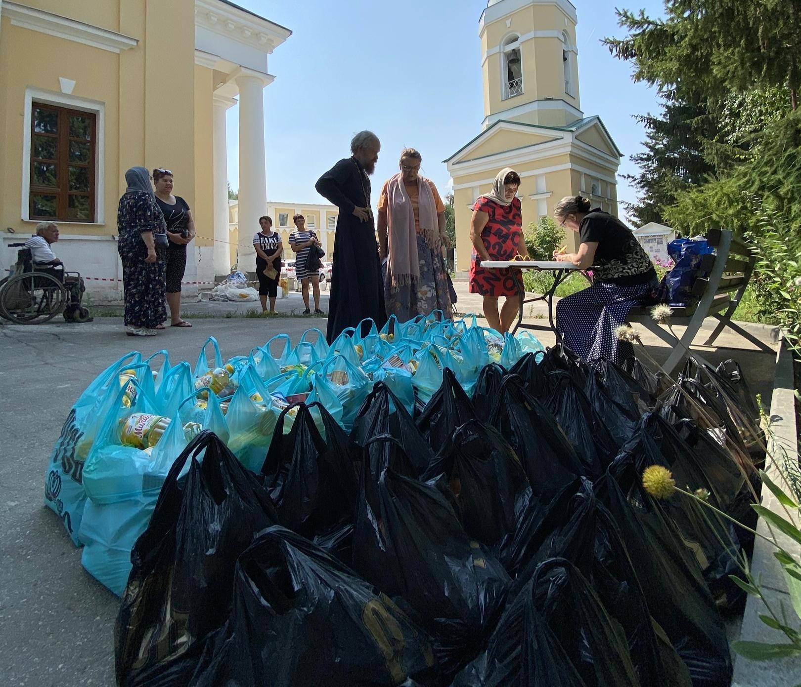 Раздача продуктовой помощи в Царевщинском благочинии Отрадненской епархии