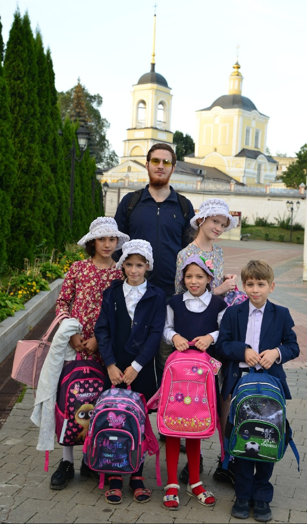 Многодетная семья, получившая помощь к новому учебному году в Брянской епархии