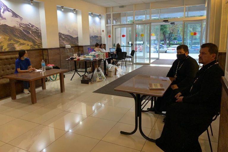 Священники Екатеринодарской епархии в пункте временного размещения в гостинице «Кавказ»