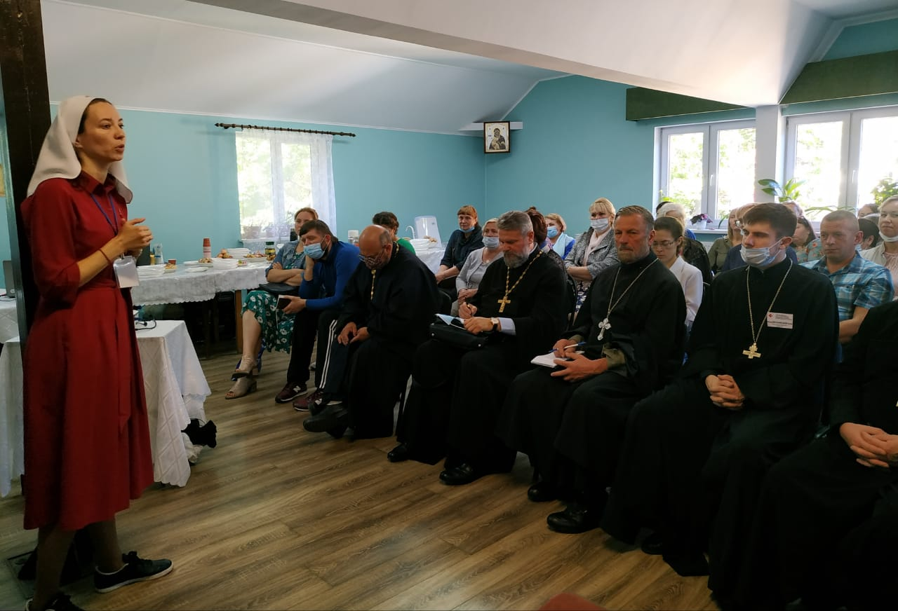 Помощник главы социального отдела Екатеринбургской епархии Светлана Кислова на семинаре в Калининградской митрополии