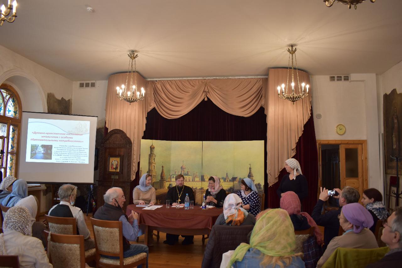 Круглый стол «Социальная помощь глухим и слабослышащим людям на приходе» на форуме православных общин глухих