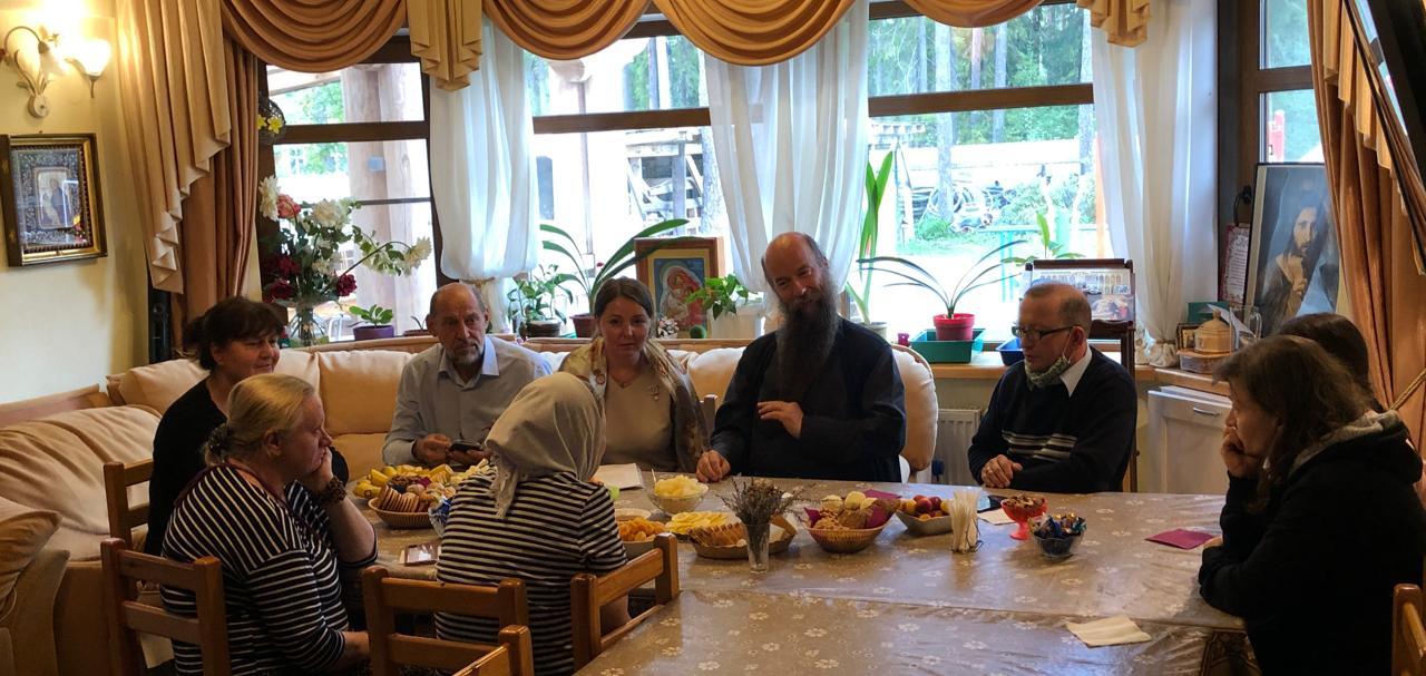 Круглый стол Православной Детской Миссии «Не бойтесь брать приемных детей» в Вырице