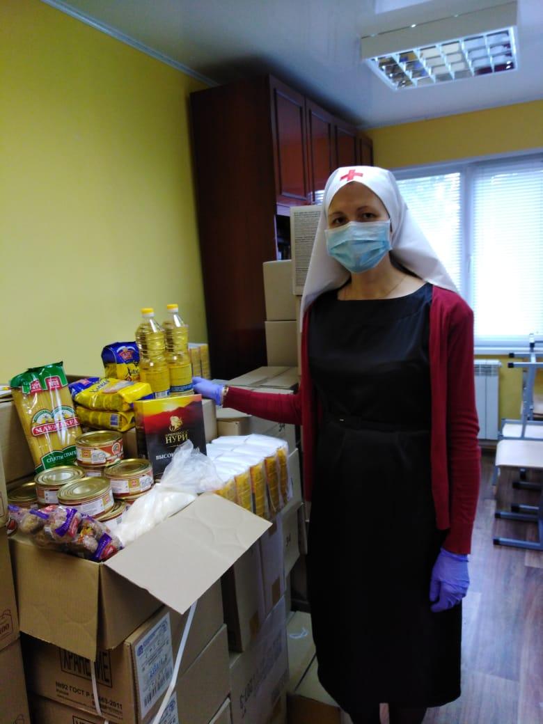 Сестры милосердия Нижнетагильской епархии занимаются фасовкой продуктовой помощи