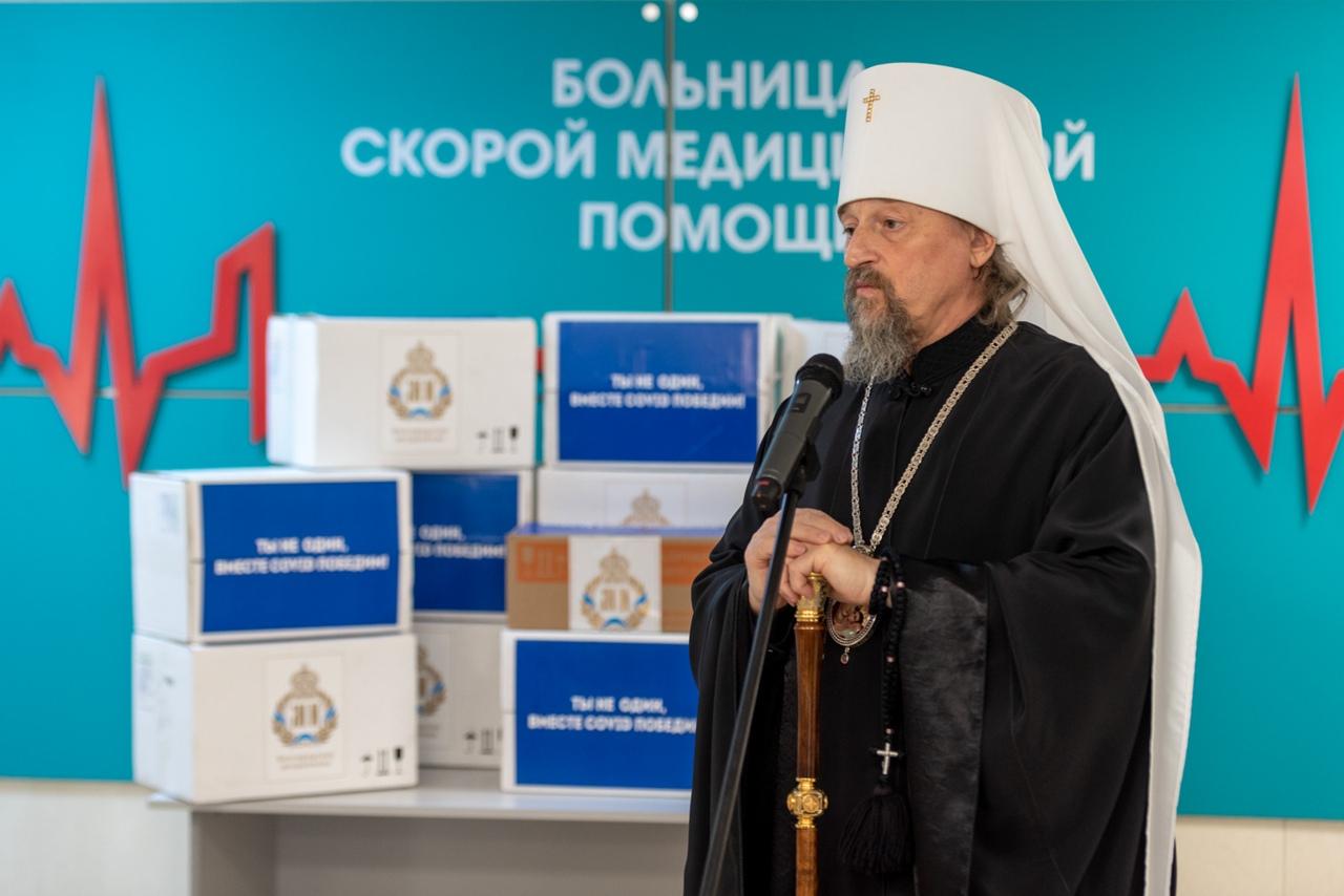 Передача лекарственных препаратов митрополитом Белгородским и Старооскольским Иоанном COVID-госпиталю