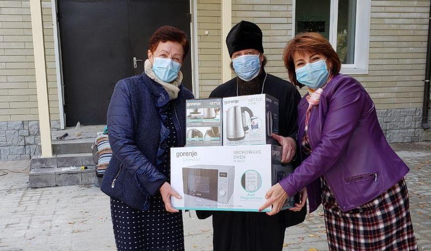 Передача бытовой техники медицинскому персоналу COVID-отделения городской больницы Изюма Харьковской области
