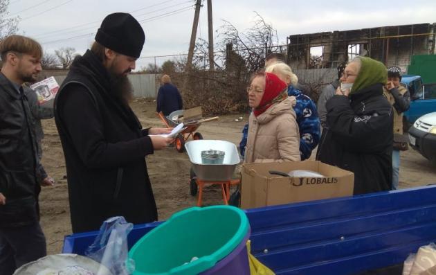 Передача гуманитарного груза погорельцам в Луганской области