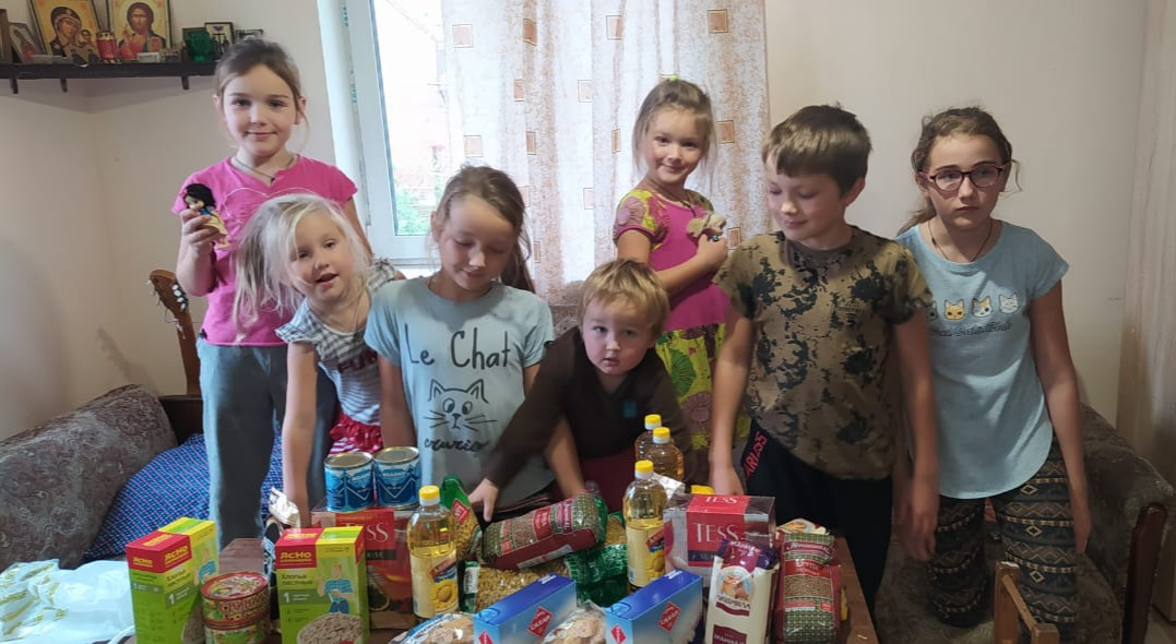 Многодетные семьи, получившие продуктовую помощь в Гатчинской епархии
