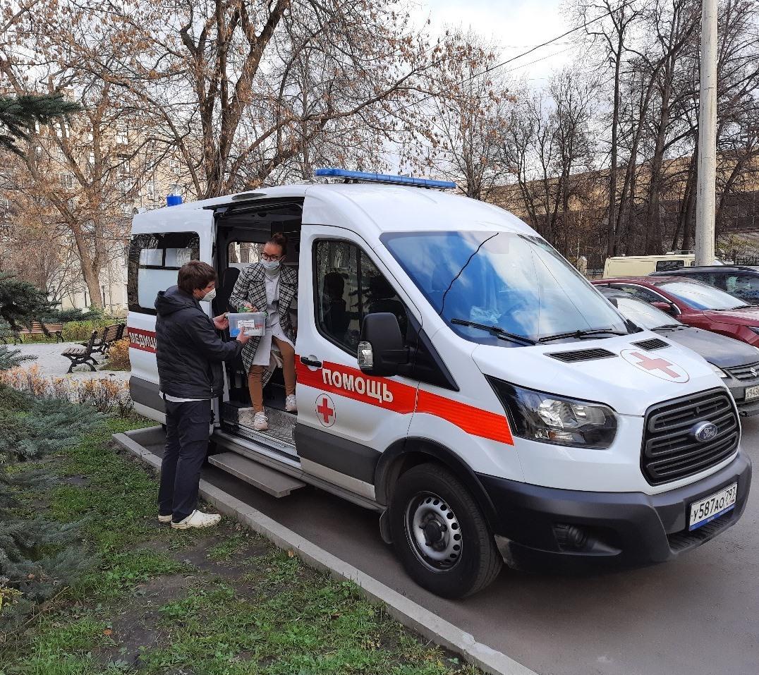 Новая машина скорой помощи на выезде врачебно-сестринской бригады Больницы Святителя Алексия