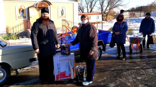 Передача гуманитарной помощи в Луганской области