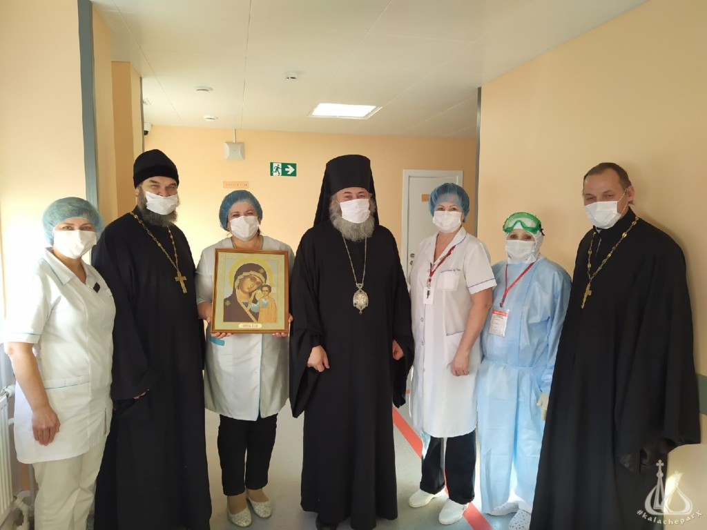 Епископ Калачевский и Палласовский Иоанн на освящении нового корпуса областной инфекционной больницы №2 в Волжском