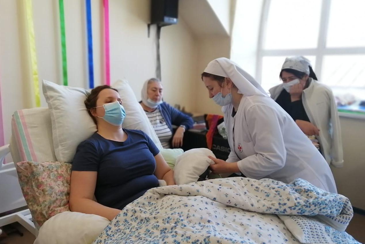 Практические занятия по уходу за тяжелобольными в Хабаровской епархии