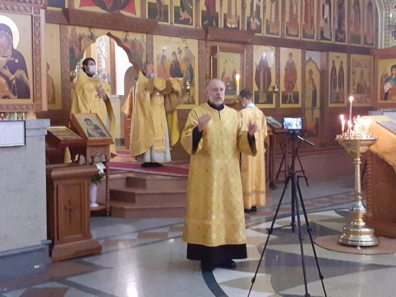 Божественная литургия с сурдопереводом в кафедральном соборе во имя Святой Живоначальной Троицы Петропавловска-Камчатского